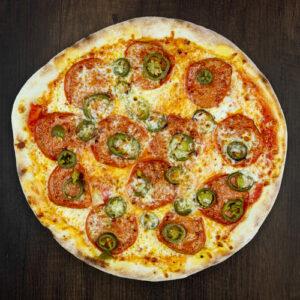 Čerstvá pizza Picante z kvalitních surovin: italské těsto, tomato, mozzarella, salám, jalapenos, chilli.   Pizza NuPoo Malešice