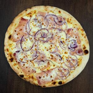 Čerstvá pizza Bianca z kvalitních surovin: italské těsto, smetana, mozzarella, šunka, cibule.   Pizza NuPoo Malešice