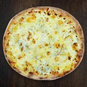 Čerstvá pizza Sýrová Bomba z kvalitních surovin: italské těsto, smetana, mozarella, úžení eidam, niva, hermelín, tvarůžek, parmezán.   Pizza NuPoo Malešice