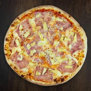 Čerstvá pizza Hawaii z kvalitních surovin: italské těsto, tomato, mozzarella, šunka, ananas.